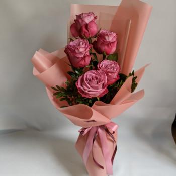 Букет з 5 троянд