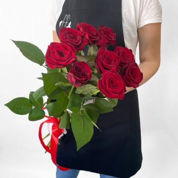 Букет з 11 червоних троянд