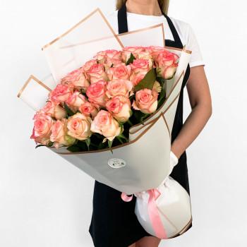 Букет з 35 біло-рожевих троянд в кальці