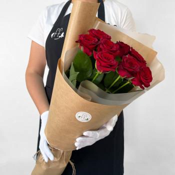 Букет з 9 червоних троянд в крафті