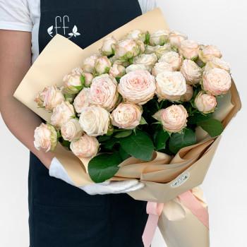Букет з 15 світло-рожевих галузкових троянд