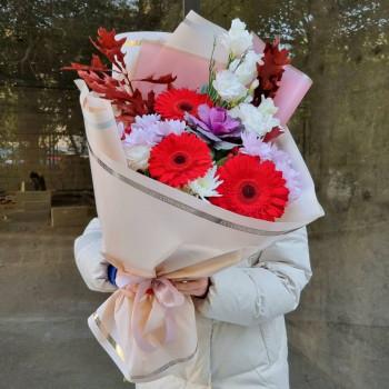 Осінній букет мікс з гербер, хризантем, еустом і брассікі